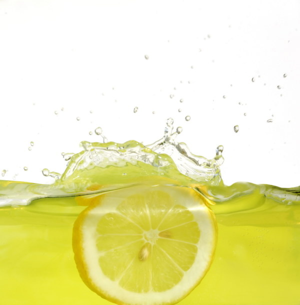 The instant HD picture lemon dropped into water