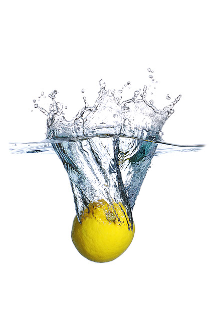 The lemon picture material from falling into water