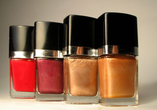 Red nail polish bottle HD picture