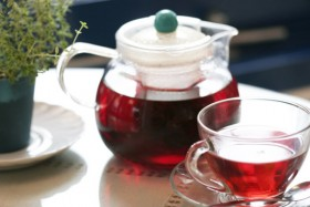 Black tea teapot and teacups, high definition pictures