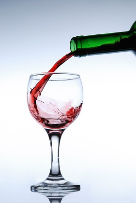 Pour wine picture material
