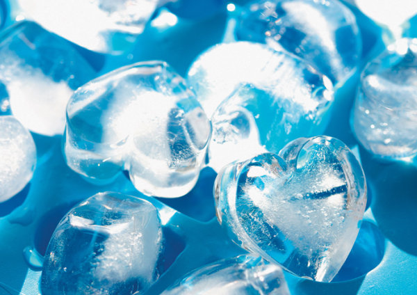 HD picture of a blue heart shaped ice