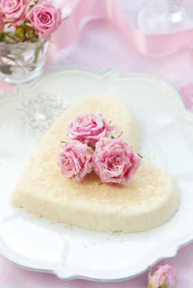 Romantic romantic heart shaped cake high definition picture
