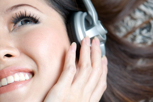 Woman enjoy music HD pictures  2