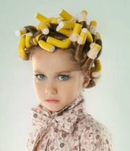 High quality pictures of the little girl from abroad to do curls